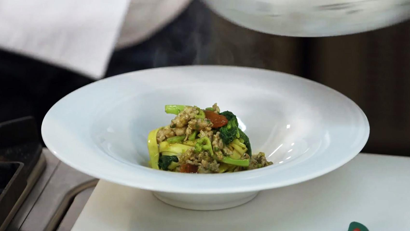 Cucine da incubo italia le ricette di chef cannavacciuolo tagliatelle broccoli e salsiccia dplay - Ricette cucine da incubo ...