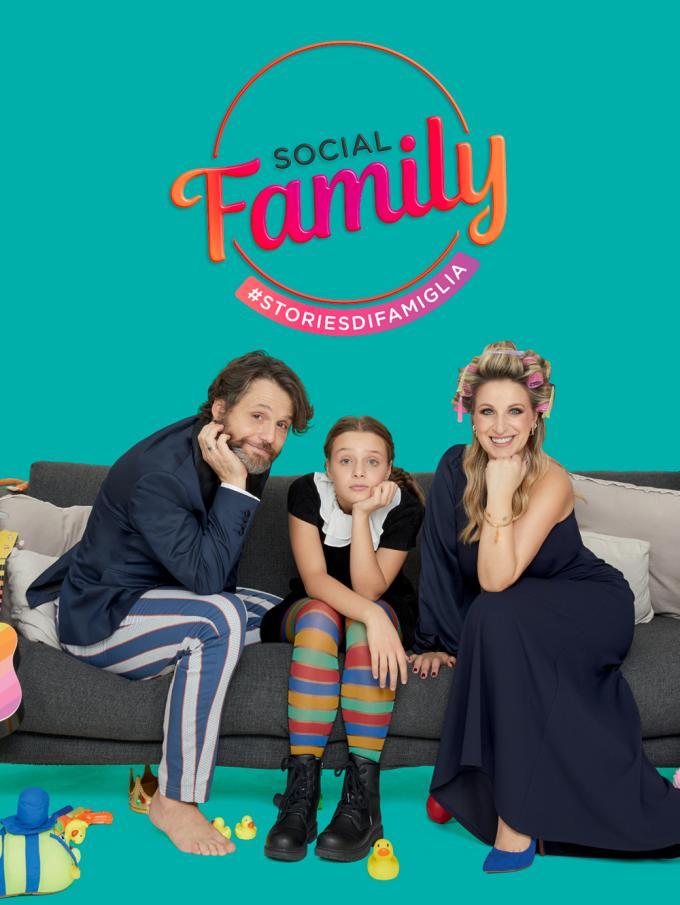 Social Family - Stories di famiglia - In esclusiva su Dplay Plus - La nuova serie con Katia Follesa, Angelo Pisani e la loro figlia Agata, racconta le avventure quotidiane di questa famiglia allegra, stramba e un po' fuori di... Post!